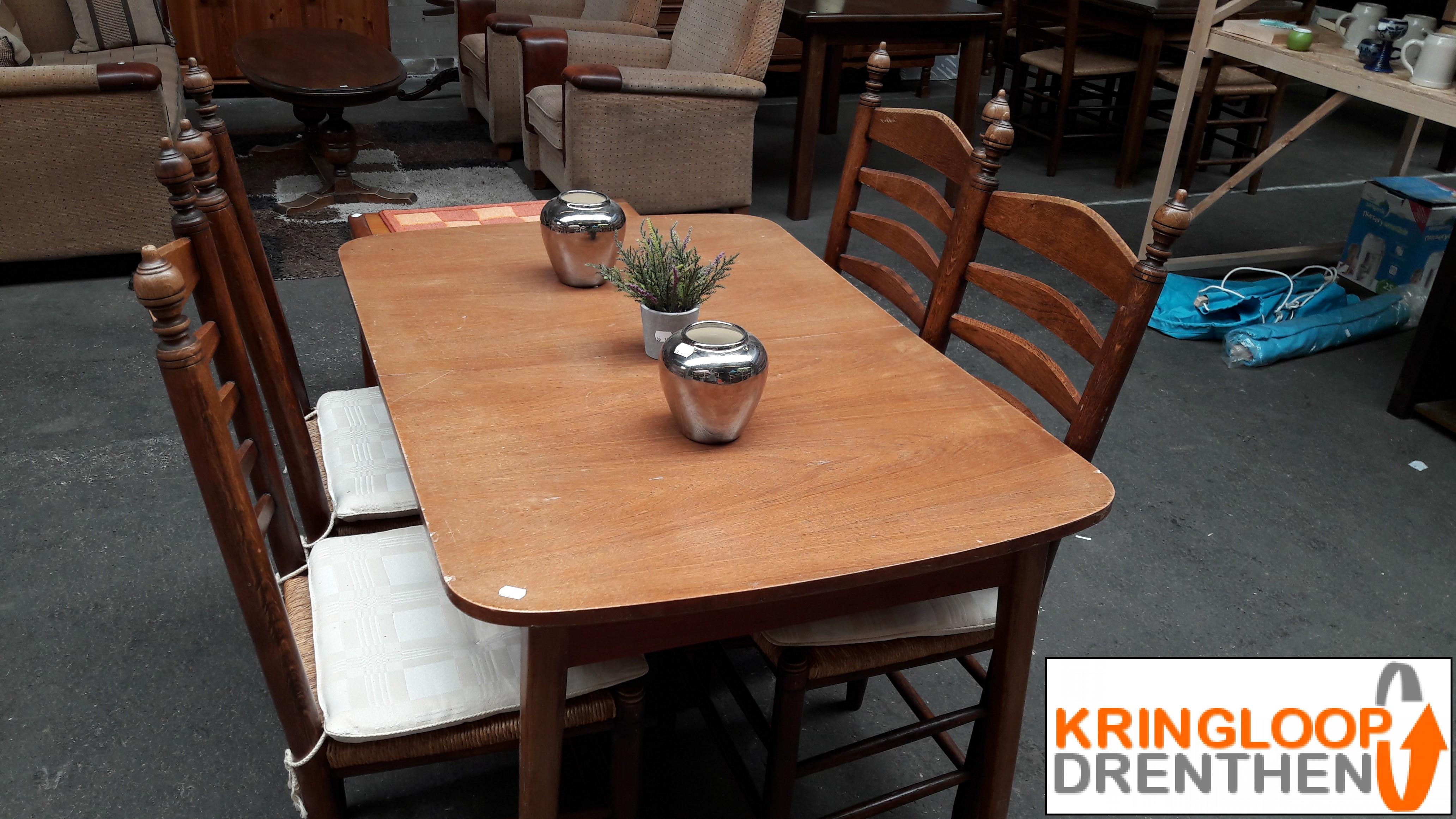 Te Koop Eettafel 4 Stoelen.Te Koop Uitschuifbare Eettafel Met 4 Stoelen Kringloop Drenthen